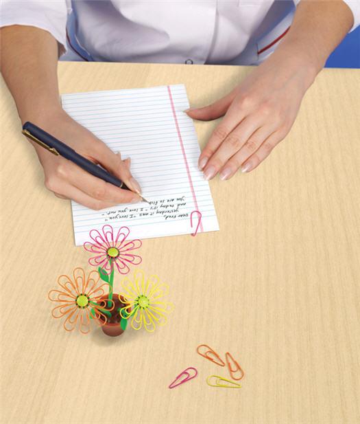 Desk Daisy Magnetic Paper Clip Holder
