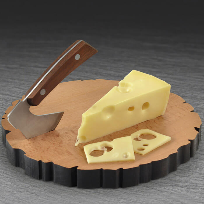 Holzklotz-Käsebrett mit Miniaxt