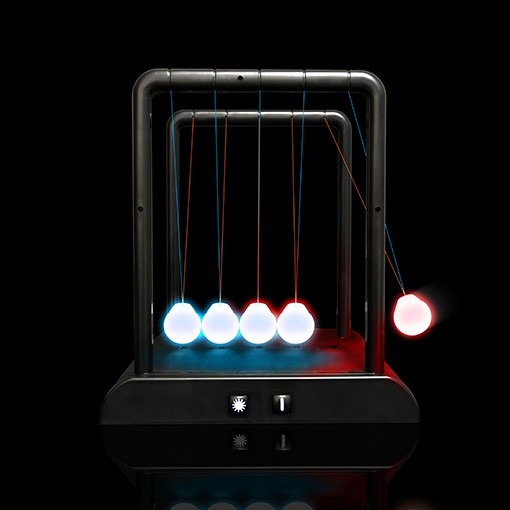 Illuminating Newtons Cradle