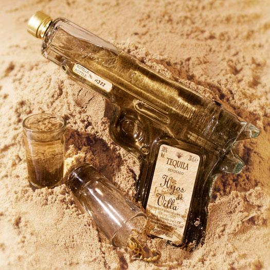 Tequila Pistole und Shot Gläser
