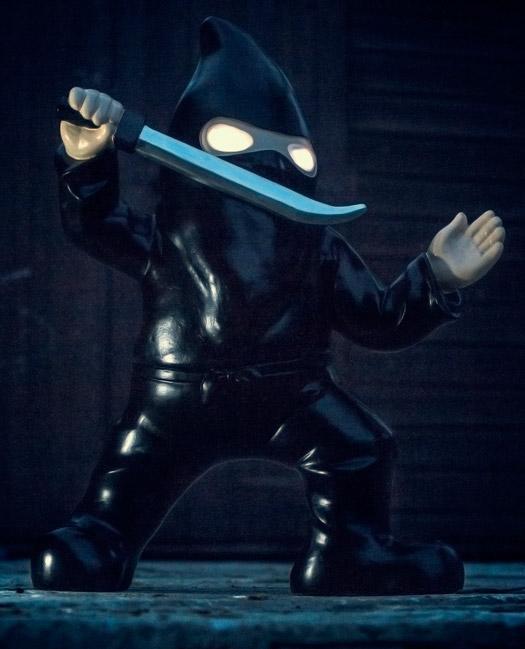 Leuchtender Ninja Gartenzwerg