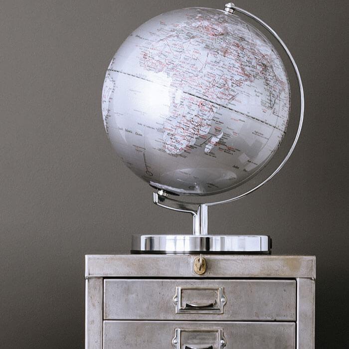 Illuminated Globe Light