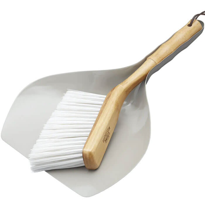Living Nostalgia Traditional Dustpan and Brush Set