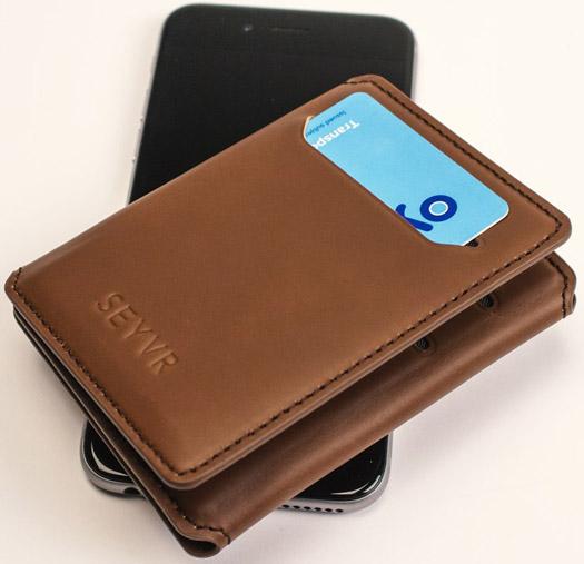 Seyvr - Portemonnaie mit Ladestation für's iPhone