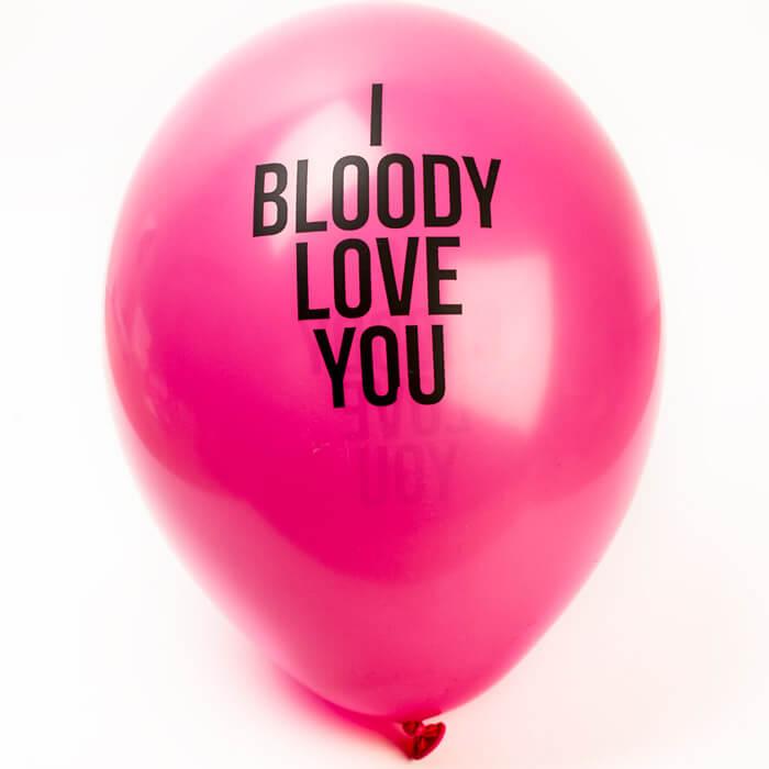 Luftballons mit Liebesbotschaften